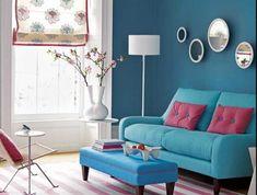 sala-de-estar-com-paredes-coloridas-sofa-retro