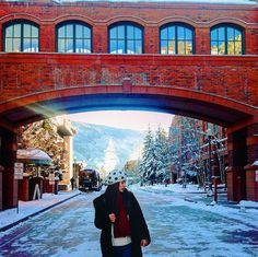 """""""It used to be my everyday view ❄️ and also one of my #ootd backgrounds hahaha lol  #aspen"""" #ootd #winter #fashion  Instagram/Twitter/Snapchat: airishabella"""