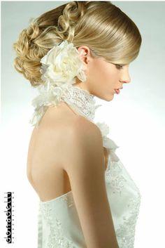 Cabelos de noivas http://superrecomendado.blogspot.com.br/2012/05/penteados-diferentes-para-noivas.html