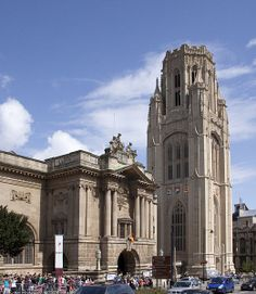 Bristol Art Gallery and Museum with the Wills Tower.