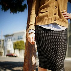 Tutorial for a 15 minute polka dot pencil skirt with an elastic waist.
