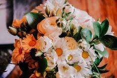 Daisies, ranunculus and budded star jasmine in Bridget's bridesmaids bouquets. www.jademcintoshflowers.com.au www.popcornphotography.com.au Bridesmaid Bouquet, Wedding Bouquets, Bridesmaids, Unusual Flowers, Spring Bouquet, Ranunculus, Garden Styles, Daisies, Wedding Season