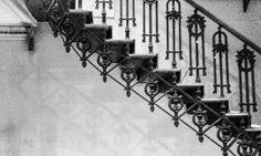 escadaria - biblioteca pública. #stairs #urban #urbanexploration #architecture #noir #noirlovers #bw #bnw_life  #bnw #pretoebranco #blancetnoir #blancoynegro #old #vintage #oldbuilding #oldhousecharm #upstairs #up by andressasoilo