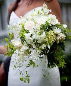 Gorgeous white and green bridal bouquet #wedding