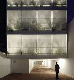 Inspire Me Monday: Transparent Architecture