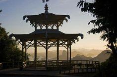 Vista Chinesa - uma das vistas mais bonitas da cidade, a Vista Chinesa é um lugar perfeito para quem quer curtir o visual e estar em contato com a natureza e energia do RIO... O Acesso pelo HORTO (Jardim Botânico) é bem tranquilo.