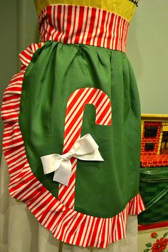 Renee, you are amazing! Christmas Aprons, Christmas Sewing, Christmas Holidays, Christmas Fashion Outfits, Sewing Crafts, Sewing Projects, Cookie Decorating Party, Cute Aprons, Flirty Aprons