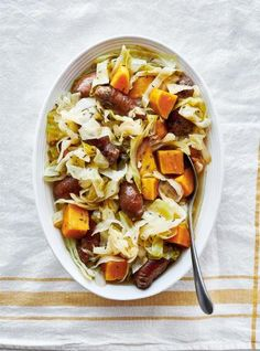 Braised Cabbage with Sausage and Sweet Potato Easy Cabbage Recipes, Pork Recipes, Chicken Recipes, Cooking Recipes, Oat Bran Recipes, Ricardo Recipe, Braised Cabbage, Crispy Pork, Different Recipes