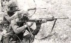 Practice with the Canadian FN Military Deployment, Military Gear, Military Service, Military History, Military Uniforms, Pictures Of Soldiers, Psychological Warfare, Imagine John Lennon, Rpg