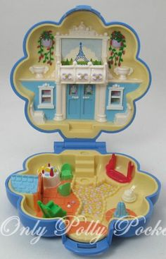 think i had this one,remember the little poodle Polly Pocket's Parisian apartment! My sister had this, it came with a Polly in a big hat and a poodle!