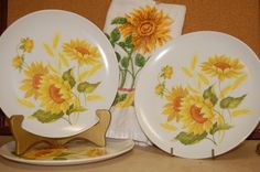 ~~Vintage Sunflower Pattern, set of 3 Plastic Plates~~