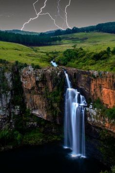Waterfall Lightning, South Africa. BelAfrique your personal travel planner - www.BelAfrique.com