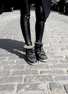 Cold Weather Fashion, Winter Fashion, Chill Style, My Style, Black Sneakers Outfit, Black Leather Pants, Street Outfit, Dress For Success, Winter Wear
