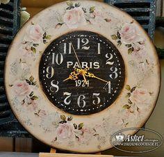 часы с розами в винтажном стиле