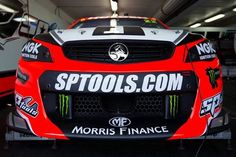 Holden Racing Team Commodore of James Courtney.