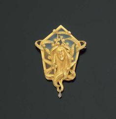 AN ART NOUVEAU ENAMEL, DIAMOND AND GOLD BROOCH - circa 1905
