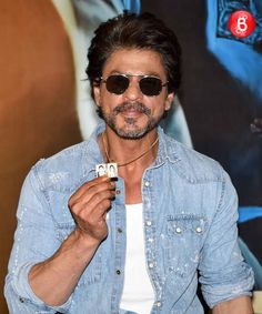 fbaf5c057b091 PICS  Shah Rukh Khan and his team launches Raees trailer in a grand way!