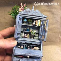 Fairy Treehouse #dollhouse #miniatures #fairygardens #fairytreehouse #miniaturetreehouse #miniaturegarden #dollhouseminiature #puppenhaus #poppenhuis #miniaturen #alittlemoreminis Fairy Tree Houses, Fairy Furniture, Treehouse, Fashion Dolls, Dollhouse Miniatures, Minis, Garden Ideas, Decorative Boxes, Diy
