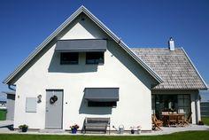 En fönstermarkis ger en snygg inramning och sänker värmen inomhus samt skyddar mot blekning av möbler och inredning.