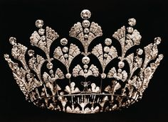 The Greville Boucheron Tiara in its original state. Mrs Greville had it re-worked in 1921 into its current honeycomb form. It was then slightly altered by the Queen Mother in 1953.