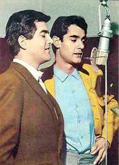 Dúo Dinámico es un dúo musical formado por los músicos Manuel de la Calva Diego (Barcelona, 15 de febrero de 1937) y Ramón Arcusa Alcón (Barcelona, 10 de diciembre de 1936), compositores (de más de 800 canciones), intérpretes (de más de 300 grabaciones), productores discográficos sumando ventas millonarias, y protagonistas de varias películas. Fueron los pioneros del pop-rock en España, así como del fenómeno fan en los años 60 del siglo XX.