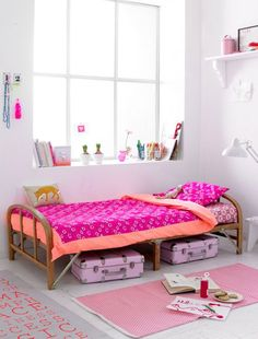 mommo design: GIRLS ROOM Pink plaid Light and bright children playroom