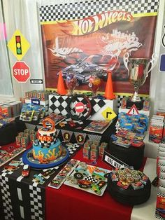 Mis Ideas en Detalles's Birthday / Hot Wheels - Photo Gallery at Catch My Party Hot Wheels Birthday, Hot Wheels Party, Race Car Birthday, Race Car Party, Boy Birthday, Birthday Ideas, Birthday Cake, Car Themed Parties, Cars Birthday Parties