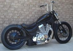 Suzuki Intruder Bobber- black wheels and rims