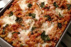 Recept voor een snelle pasta ovenschotel met tonijn, courgette en doperwten.