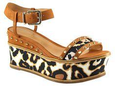 tendências em modelos, saltos e solados [sapatos]  Marca: Schutz  Foto fornecida pela assessoria de imprensa da marca.