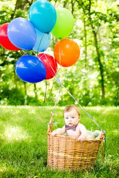 4 month baby photos. Balloon and basket w/ bow tie shot.