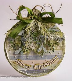 From Dorota Kopec in Stalowa Wola, Podkarpackie, Poland. Christmas Paper Crafts, Christmas Gift Tags, Christmas Baubles, Christmas Projects, Handmade Christmas, Holiday Cards, Christmas Decorations, Merry Christmas, Christmas Makes