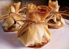 Aumônières normandes en feuilles de bricks 26.06.16 Avec une lamelle de camembert entre andouille et oignon/pommes
