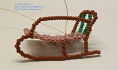 Free detailed tutorial with step by step photos on how to make a sledge out of seed beads and wire. Great for beginners!
