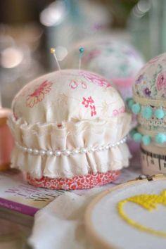 Check out how to make these pretty Pin Cushions at curiositaellya. Click image.