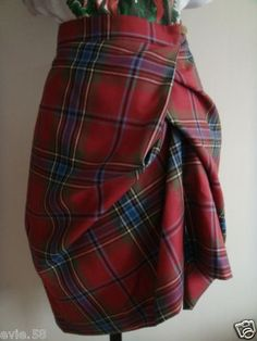 vivienne westwood beauty Love plaid skirts for the holidays Fashion Mode, Fashion Outfits, Womens Fashion, Vivienne Westwood, Tartan Mode, Tartan Fashion, Tartan Dress, Moda Chic, Berlin Fashion