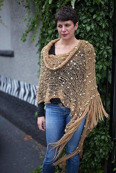 Patrón de chal Chanel de Mohair   -   Ravelry: Chanel Mohair Shawl pattern by StevenBe http://www.ravelry.com/patterns/library/chanel-mohair-shawl