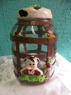 vidro decorado com biscuit <br>capacidade 2L e meio