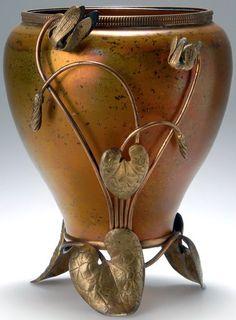 Art Nouveau - Vase 'Cyclamen' - Verre et Monture en Métal Doré - Maximilian Boudnik pour Josef Knizek - Vers 1900