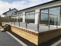 VertiGrain 2 Grey decking boards from TimberTech. Grey composite decking for contemporary gardens – order a FREE sample now! Glass Stairs, Glass Railing, Garden Buildings, Modern Buildings, Second Story Deck, Deck Skirting, Deck Steps, Glass Balustrade, House Deck