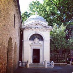 @marcomiccoli Tomba di Dante a Ravenna | MyTurismoER: Ravenna attraverso lo sguardo fotografico di @Sara Baraccani e @marcomiccoli