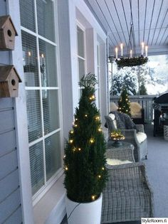 Christmas lights, terrace Source by Winter Christmas, Christmas Home, Christmas Lights, Christmas Wreaths, Christmas Decorations, Holiday Decor, Home Decor Inspiration, Newport, Porch