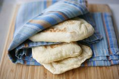 Una receta sencilla para hacer el delicioso pan pita casero cada vez que desees. También lo puedes congelar una vez cocinado.