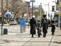Judíos ultraortodoxos del barrio de Williamsburg, en Brooklyn Williamsburg Brooklyn, Times Square, Places To Go, Street View, New York, Island, Lifestyle, Traveling, Tours
