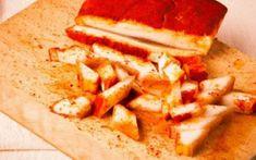 Cum facem cea mai bună slăninuţă fiartă cu usturoi şi boia, deliciul săţios care nu poate lipsi de pe masa de Crăciun Romanian Food, Hungarian Recipes, Feta, Mai, Lunch, Cheese, Recipes, Pork, Fine Dining