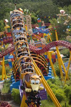 Slinky Dog Dash attraction in Toy Story Land at Hollywood Studios Disneyland World, Disney World Rides, Disney World Florida, Disney World Vacation, Disney Vacations, Disneyland Rides, Disney World Fotos, Disney World Pictures, Disney Worlds