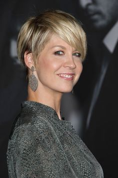 Jenna Elfman, hair profile @Kim West-Tregoning could i pull this off????