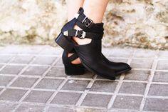 Boots:Jeffrey Campbell