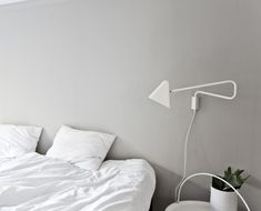 grey wall and white bedding. Annaleenas hem