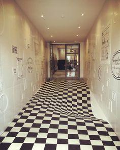 いいね!29件、コメント3件 ― Jen Shilletoさん(@jen6jen)のInstagramアカウント: 「Alice in wonderland inspired.... Casa ceramica entrance! 👀👀👀 #opticalillusion #aliceinwonderland…」